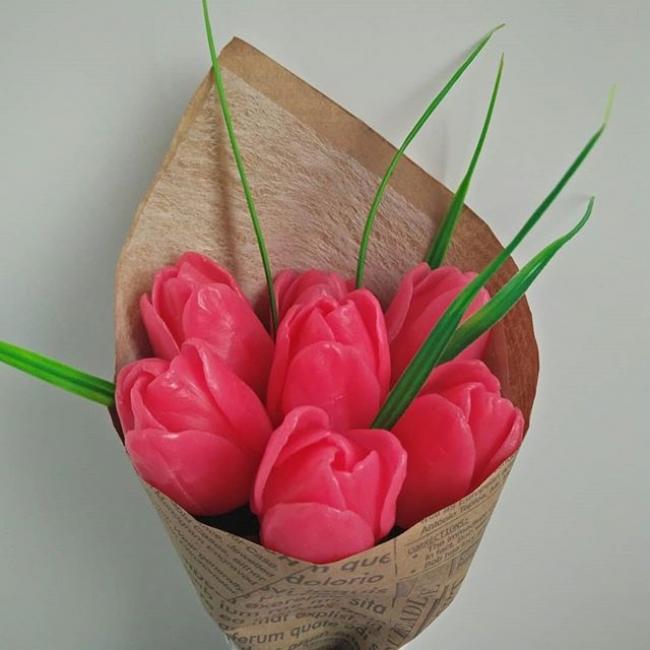 Большие розовые тюльпаны