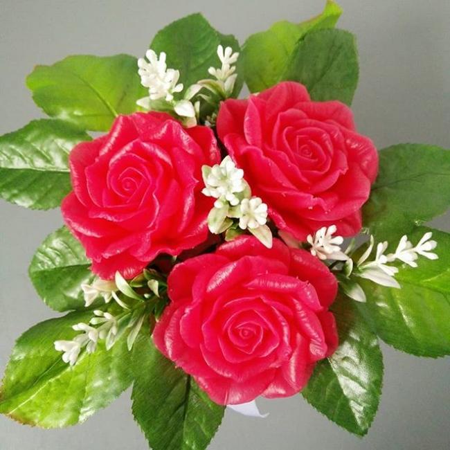 Розы в крафтовом стаканчике