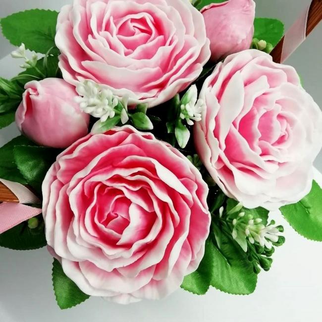 Букетик пионовидных роз