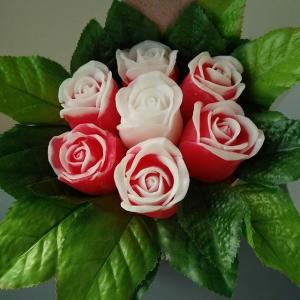 Букет из 7 роз с листочками