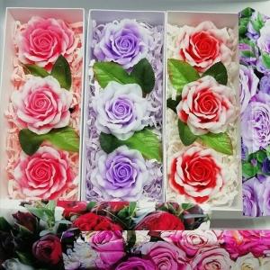 Яркие коробочки с розами