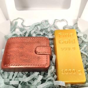 Золотой слиток и портмоне